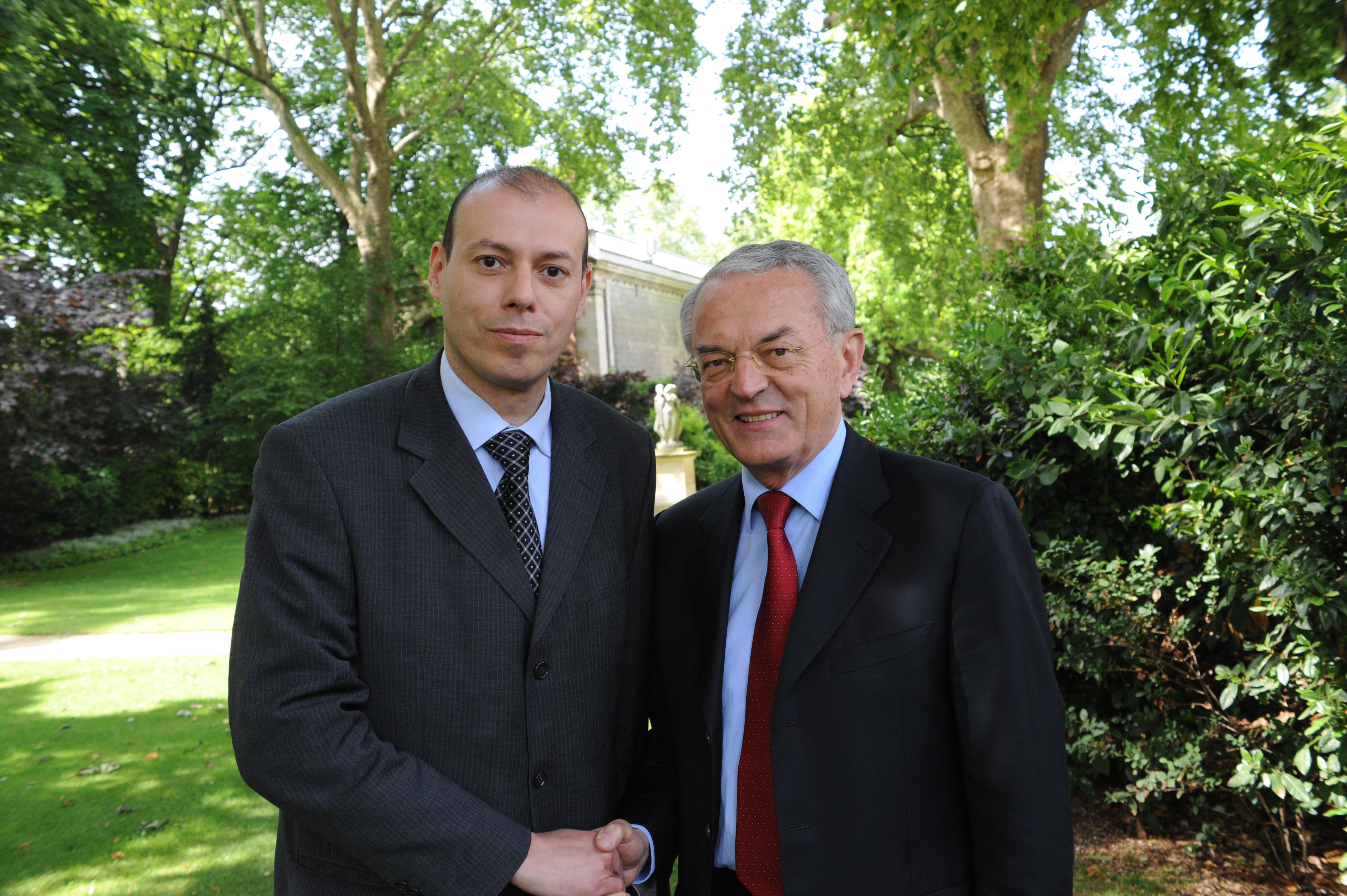 Photos - image Billel-Ouadah-Sénat-samedi-19-mai-2012-réunion-et-prépartion-de-campagne-avec-Jean-Arthuis on http://www.billelouadah.fr